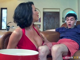 Horny Spanish boy bangs the sexiest cougar in the neighborhood